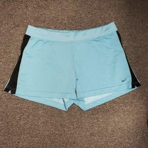 🥳 NWOT Women's Nike active shorts size L